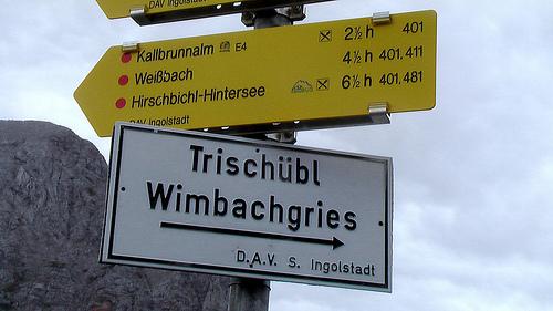 mountain-hiking-sign