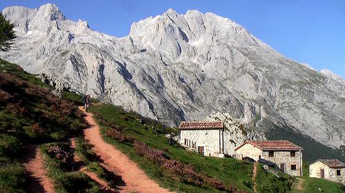 trail-to-mountains