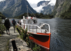 milford-track-sandfly-point-boat-trampers-copyright-neil-hunt-223